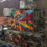 Street Art sur la célèbre scène du marin embrassant la femme